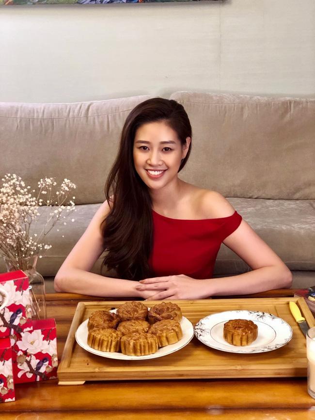 Hoa hậu Khánh Vân lần đầu vào bếp làm bánh Trung thu tặng bạn bè, người thân-7