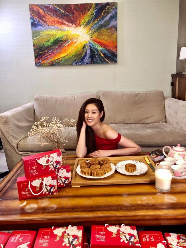 Hoa hậu Khánh Vân lần đầu vào bếp làm bánh Trung thu tặng bạn bè, người thân-8