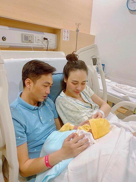 Cường Đô La - Đàm Thu Trang đưa con gái mới sinh tới nơi tình yêu bắt đầu-3
