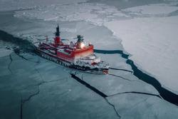 Những con tàu phá băng ở Bắc Cực