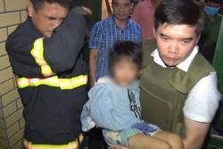 Bố đẻ đánh gãy tay con gái 6 tuổi từng dí dao dọa giết cả nhà chỉ vì dám khuyên can