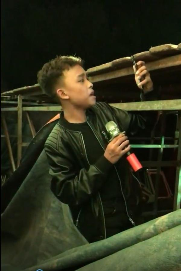 Hồ Văn Cường núp dưới gầm sân khấu hát bè cho mẹ nuôi Phi Nhung-2