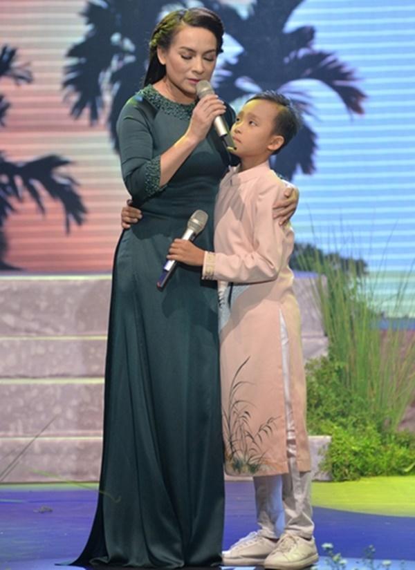 Hồ Văn Cường núp dưới gầm sân khấu hát bè cho mẹ nuôi Phi Nhung-5