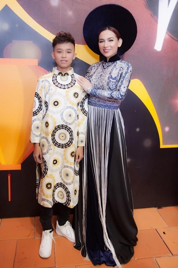 Hồ Văn Cường núp dưới gầm sân khấu hát bè cho mẹ nuôi Phi Nhung-6