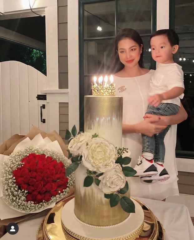 Quý tử 1 tuổi làm thiệp mừng sinh nhật Phạm Hương, rất dễ thương dù không ra hình thù-1