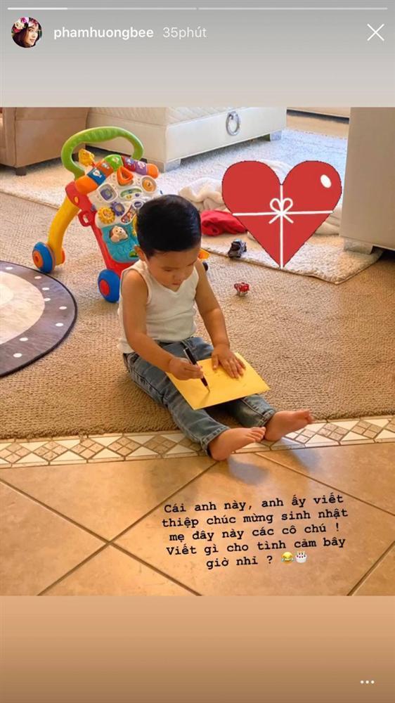 Quý tử 1 tuổi làm thiệp mừng sinh nhật Phạm Hương, rất dễ thương dù không ra hình thù-2