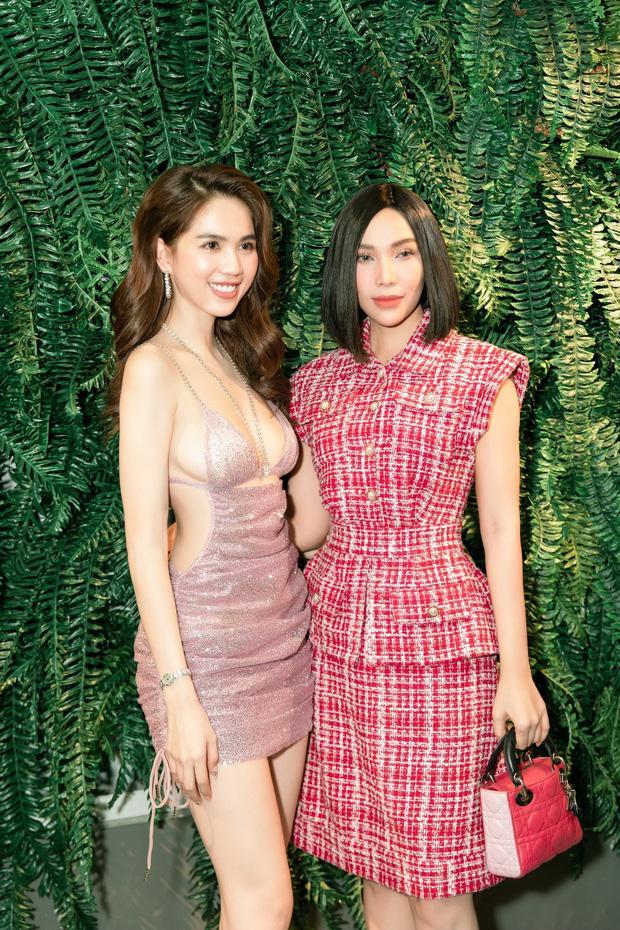 Ngọc Trinh bị chính chị gái dìm hàng khi mặc cùng 1 bộ váy cắt khoét táo bạo-8
