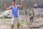 Người dân Quảng Nam bắt được trăn gấm dài 5m 'nuốt chửng' con dê nặng 10kg