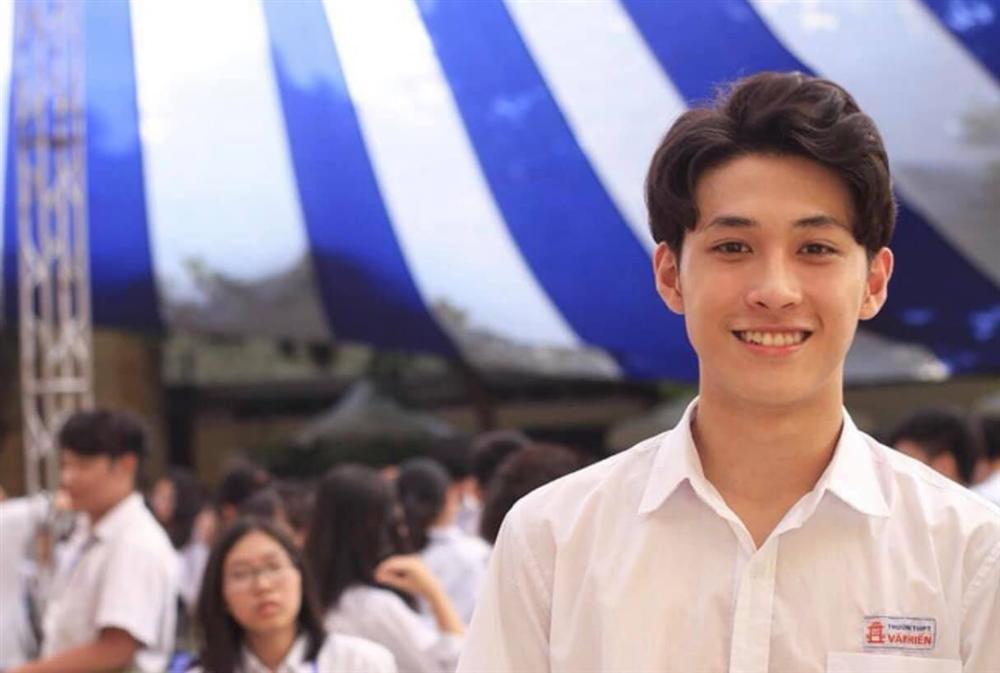 Đeo khẩu trang dự khai giảng, nam sinh trường Quang Trung hở mỗi đôi mắt vẫn đẹp không thể tả-5