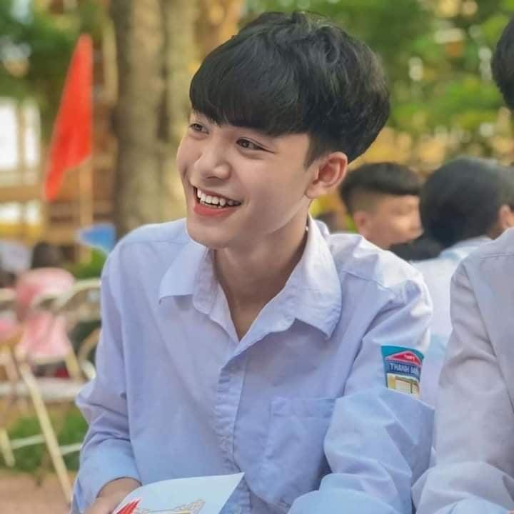 Đeo khẩu trang dự khai giảng, nam sinh trường Quang Trung hở mỗi đôi mắt vẫn đẹp không thể tả-4