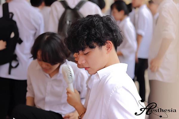 Đeo khẩu trang dự khai giảng, nam sinh trường Quang Trung hở mỗi đôi mắt vẫn đẹp không thể tả-7