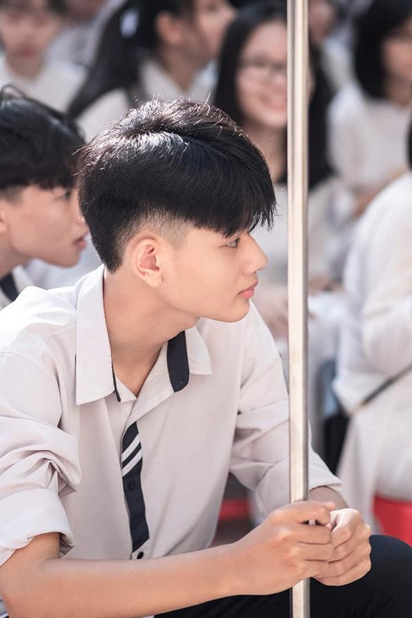 Đeo khẩu trang dự khai giảng, nam sinh trường Quang Trung hở mỗi đôi mắt vẫn đẹp không thể tả-8