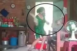 Con gái hành hạ mẹ già ở Long An vì... không để lại tài sản, phải chăm một mình