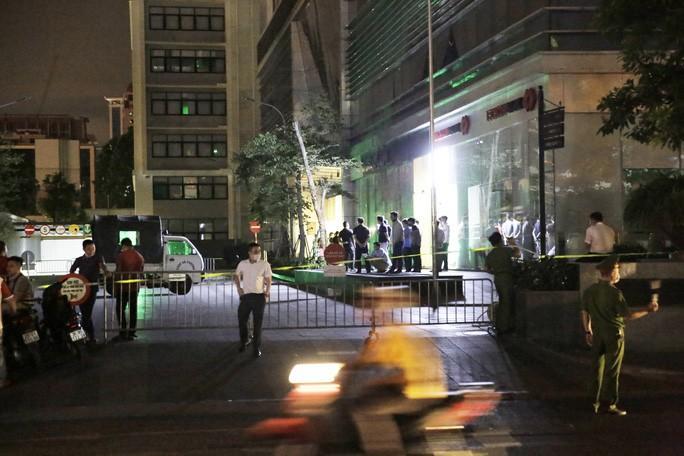 Công bố danh tính đôi nam nữ rơi từ chung cư cao cấp ở Hà Nội xuống đất tử vong-2