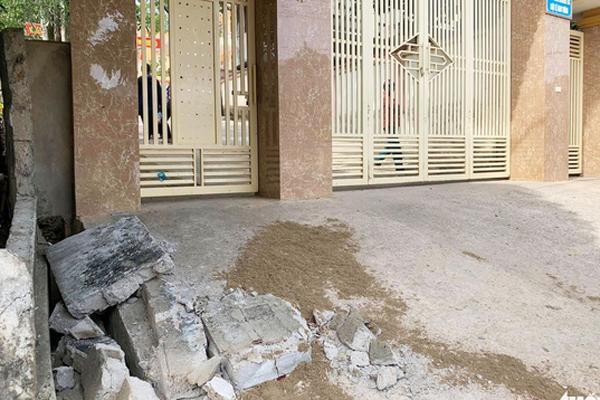 Sập tường trước cổng trường ở Nghệ An, đè chết học sinh lớp 5-2