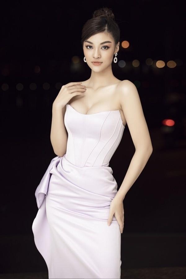 Ngọc Trinh đeo đồng hồ 4 tỷ đồng - Diệp Lâm Anh khoe body nuột nà với đầm xẻ-9