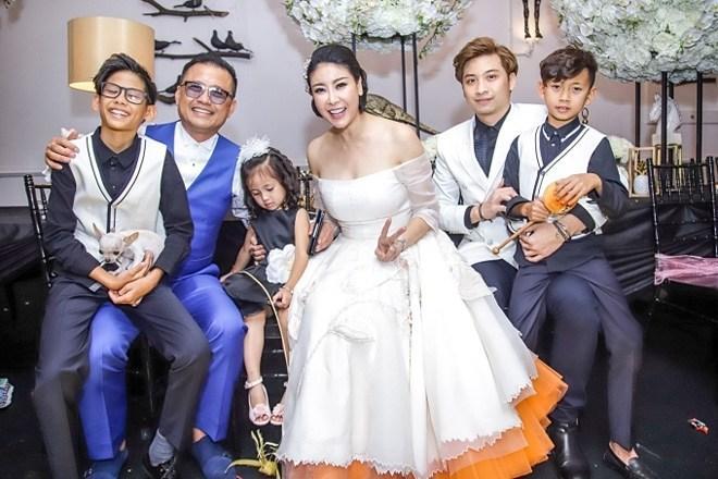 Gia thế khủng của đại gia cưới vợ là hoa hậu kém 12 tuổi, đám cưới chỉ 100 khách mời-2