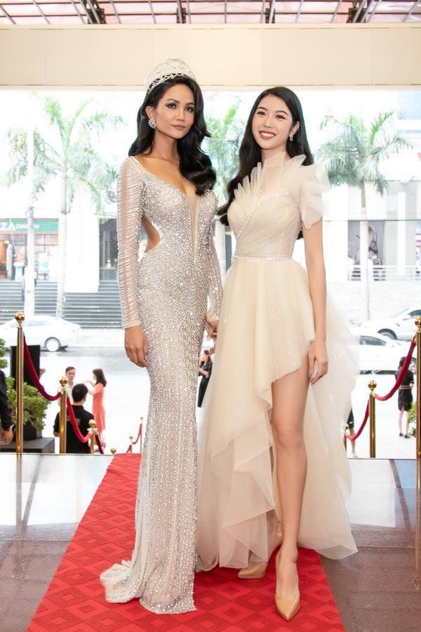 Chiều cao thật thật ảo ảo của Hoa hậu HHen Niê-9
