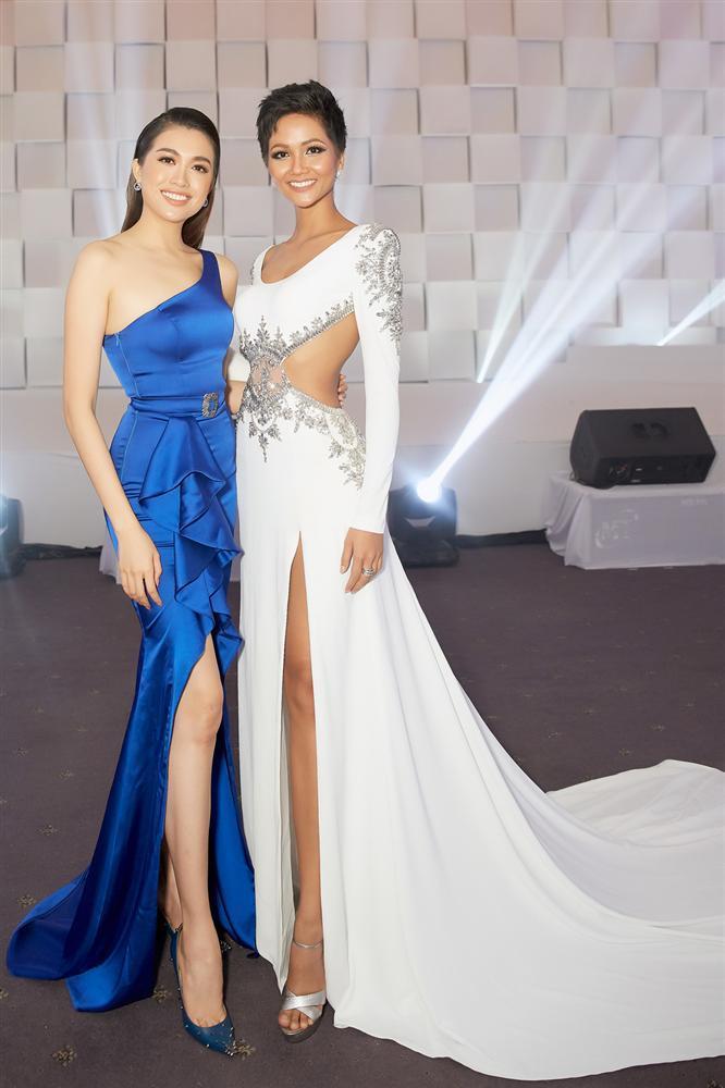 Chiều cao thật thật ảo ảo của Hoa hậu HHen Niê-12