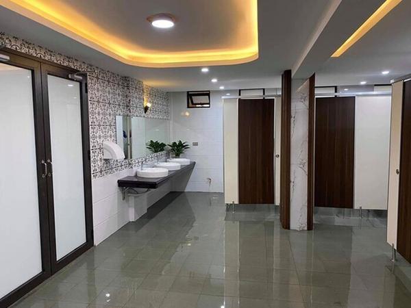 Choáng ngợp nhà vệ sinh trường người ta: Đẹp như khách sạn 5 sao-2