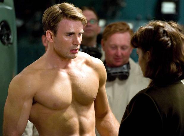 Nóng: Captain Chris Evans lỡ tay đăng ảnh bộ phận nhạy cảm lên Instagram, tài tử Hulk và dàn sao Hollywood tranh cãi nảy lửa-1