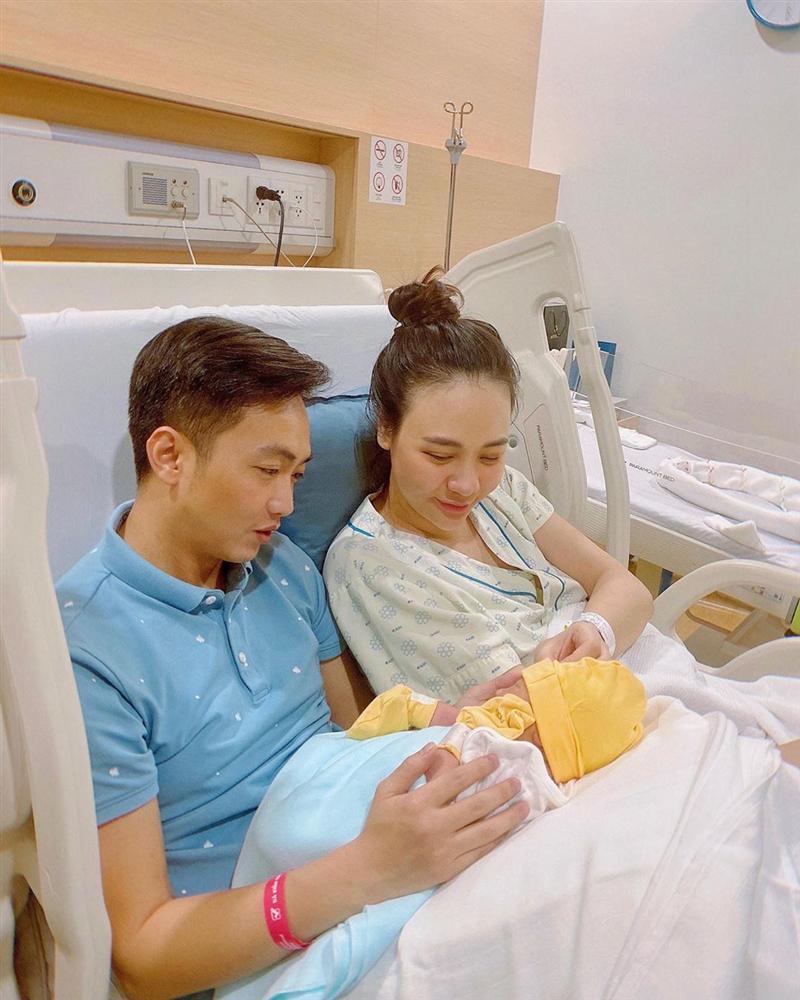 Con gái Cường Đô La xuất hiện cực ngầu, rất bụ bẫm dù mới 1 tháng tuổi-2