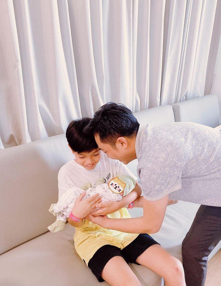 Con gái Cường Đô La xuất hiện cực ngầu, rất bụ bẫm dù mới 1 tháng tuổi-3