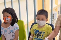 Hàng chục trẻ nghi ngộ độc sau bữa ăn ở trường tiểu học: Số người nhập viện tăng lên thành 45, trong đó có 2 giáo viên