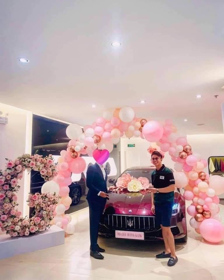 Lộ hậu trường Matt Liu mua xe 8 tỷ tặng Hương Giang, dân mạng phát sốt vì quá ngọt ngào-2