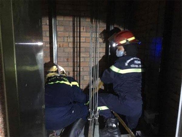 Phát hiện nam nhân viên tử vong trên nóc thang máy ở trung tâm Sài Gòn-1