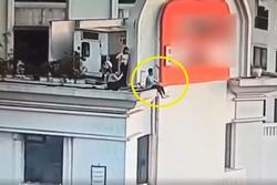 Toát mồ hôi nhóm thanh niên chới với khi 'tự sướng' trên nóc tòa nhà cao chọc trời