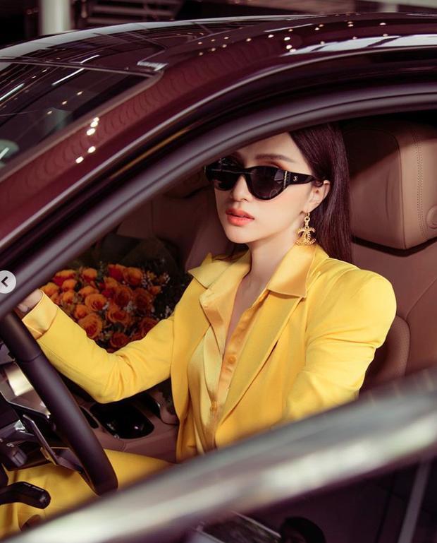 Choáng ngợp bộ sưu tập xe hơi vài chục tỷ của Hương Giang ở tuổi 29-3