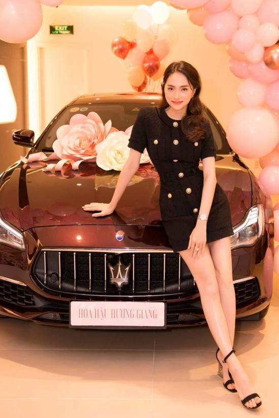 Choáng ngợp bộ sưu tập xe hơi vài chục tỷ của Hương Giang ở tuổi 29-1