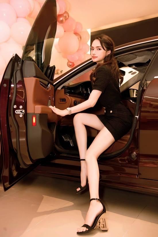 Choáng ngợp bộ sưu tập xe hơi vài chục tỷ của Hương Giang ở tuổi 29-2