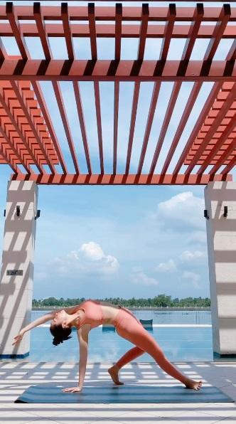 Mới ngày nào còn ngã nhào giờ đây Chi Pu trình diễn yoga múa điêu luyện-2