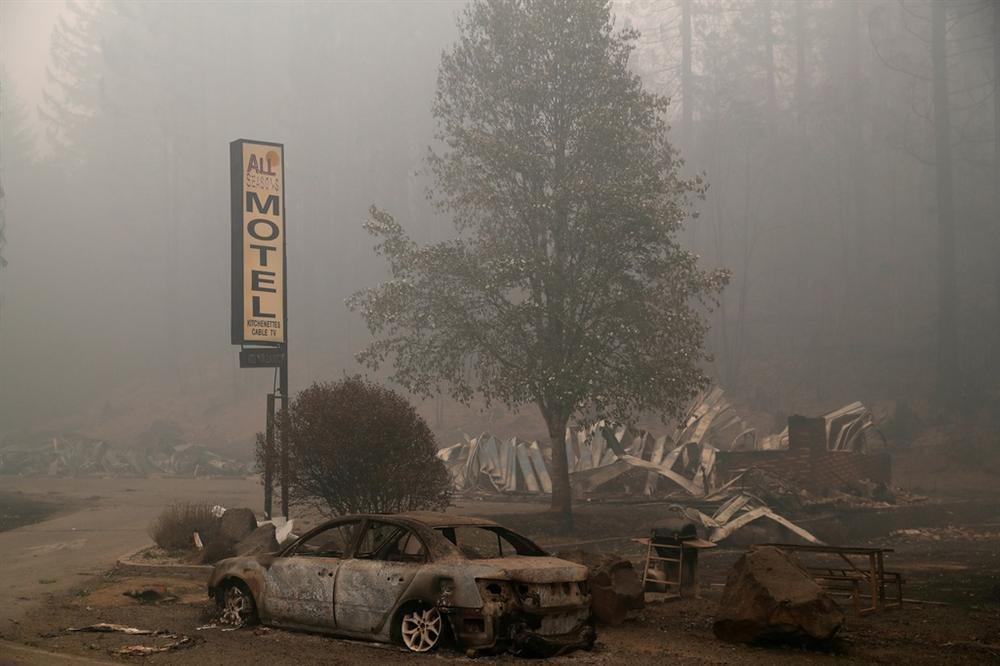Khung cảnh hoang tàn như ngày tận thế sau cháy rừng Bờ Tây nước Mỹ-1