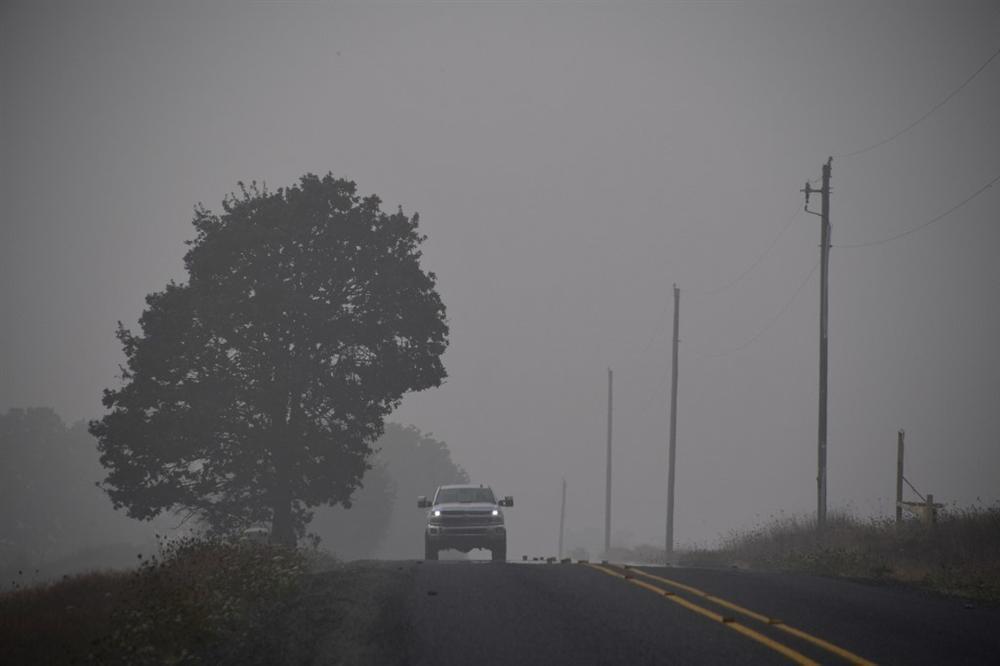 Khung cảnh hoang tàn như ngày tận thế sau cháy rừng Bờ Tây nước Mỹ-2