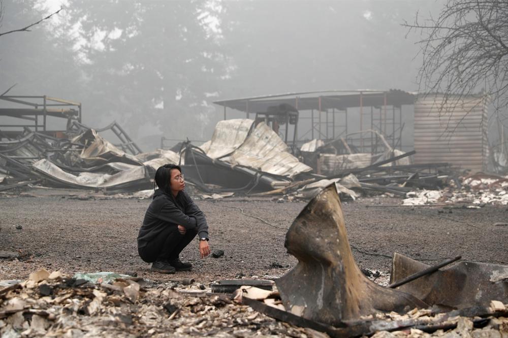 Khung cảnh hoang tàn như ngày tận thế sau cháy rừng Bờ Tây nước Mỹ-3