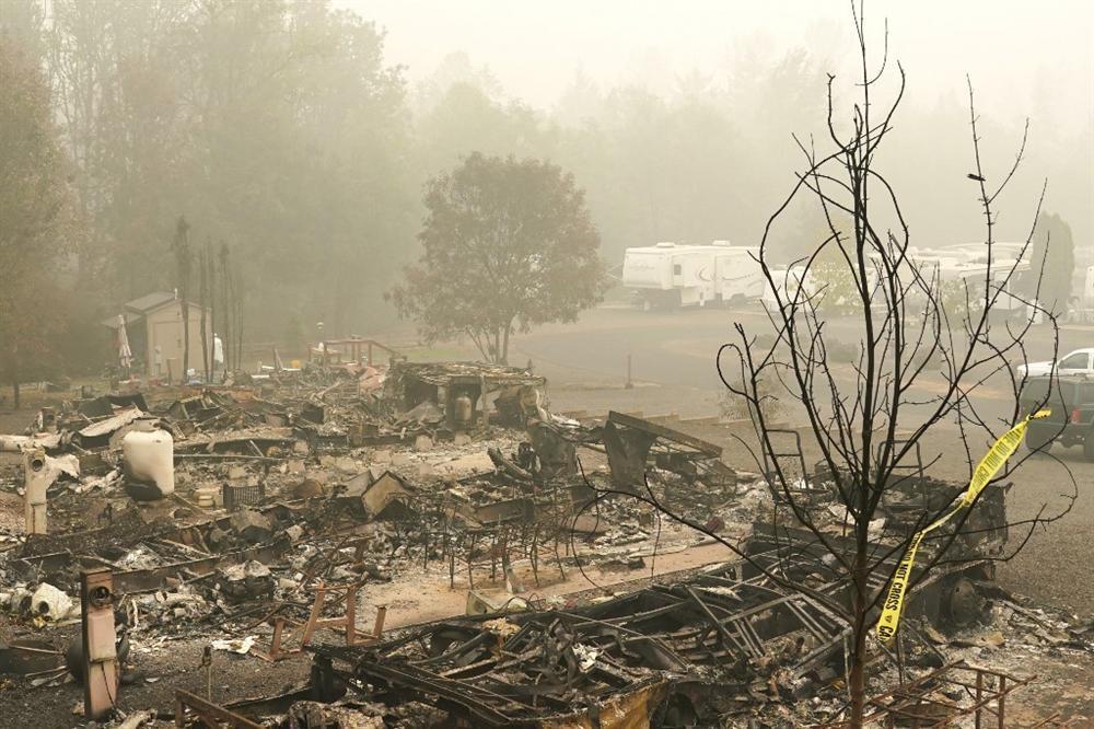 Khung cảnh hoang tàn như ngày tận thế sau cháy rừng Bờ Tây nước Mỹ-4
