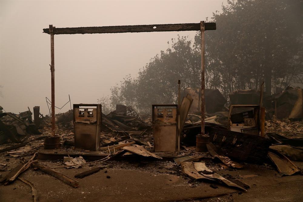 Khung cảnh hoang tàn như ngày tận thế sau cháy rừng Bờ Tây nước Mỹ-5