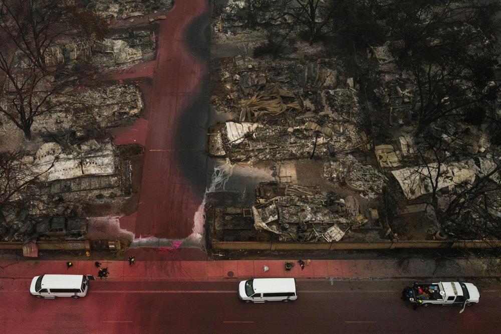 Khung cảnh hoang tàn như ngày tận thế sau cháy rừng Bờ Tây nước Mỹ-8