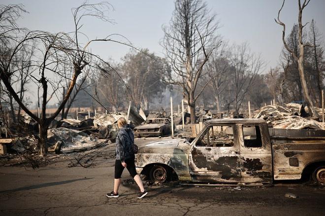 Khung cảnh hoang tàn như ngày tận thế sau cháy rừng Bờ Tây nước Mỹ-11