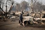 Khung cảnh hoang tàn như 'ngày tận thế' sau cháy rừng Bờ Tây nước Mỹ