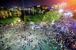 Hà Nội cho phép mở lại phố đi bộ, quán bar, karaoke, vũ trường