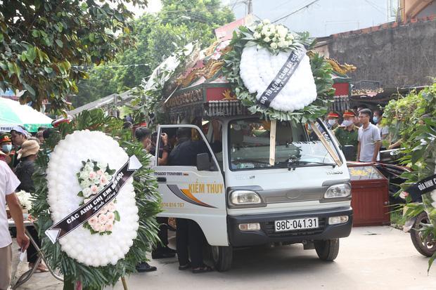 Đám tang đẫm nước mắt, hàng trăm người dân đến tiễn đưa chiến sĩ CSCĐ bị tài xế xe khách tông tử vong-3