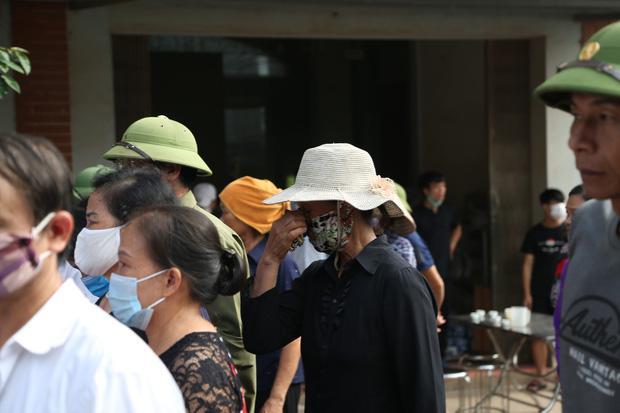 Đám tang đẫm nước mắt, hàng trăm người dân đến tiễn đưa chiến sĩ CSCĐ bị tài xế xe khách tông tử vong-11