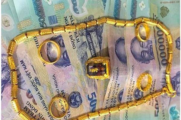 Sợ bố chồng lấy vợ mới không được chia tài sản, con dâu cuỗm sạch tiền vàng rồi vờ bị trộm-1