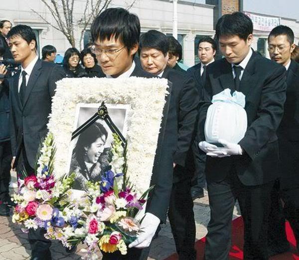 Đời bi kịch loạt nữ hoàng hở bạo Hàn Quốc: 2 vụ tự tử chấn động, Lee Tae Im phải giải nghệ vì chồng đại gia vào tù-7