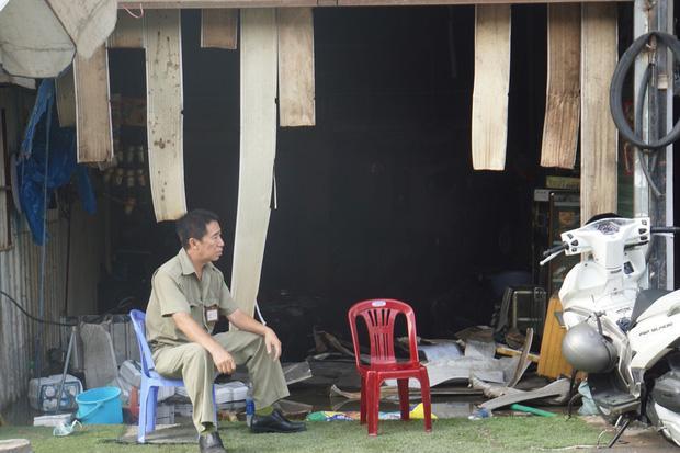 Khu trọ quận 9 TP HCM cháy lớn, người dân bật khóc nhìn đống đổ nát-3