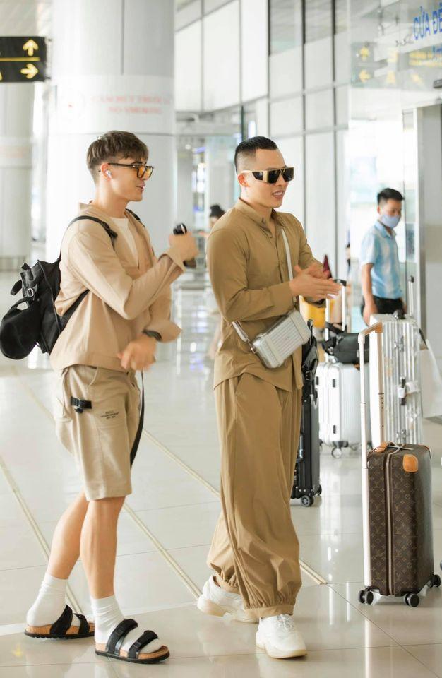 Vũ Khắc Tiệp - Ngọc Trinh bị chỉ trích không đeo khẩu trang ở sân bay-3